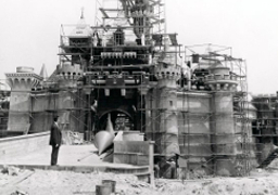 disneyland_castle_construction_256x180