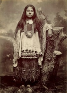 Chiricahua-Apache-Indians-girl-clothing
